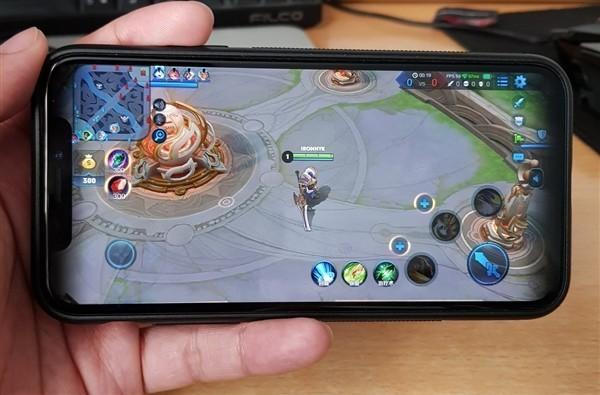 王者荣耀终于适配iPhone X:然而还有黑边