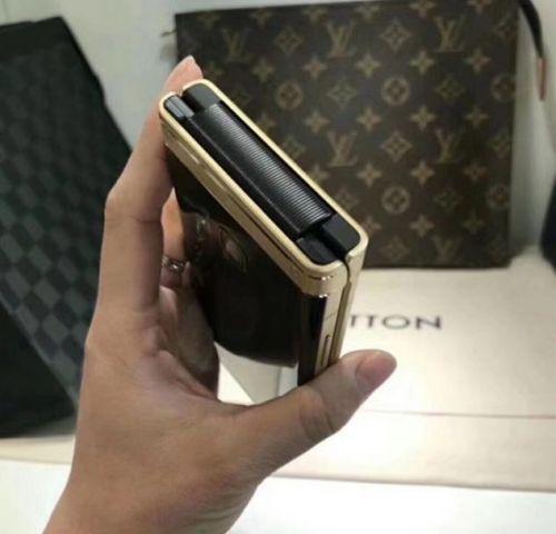 还买啥iPhone X?三星W2018真机多图曝光