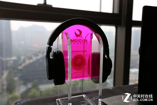 音乐和游戏都不能少 魔磁耳机展台亮眼