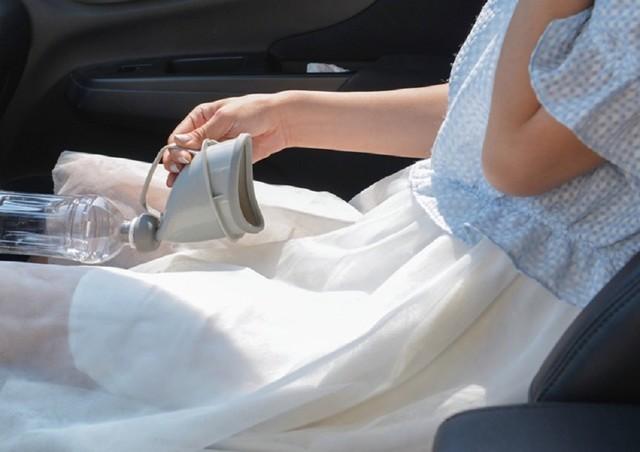 矿泉水瓶口太小?老司机车内解手都用这个神器