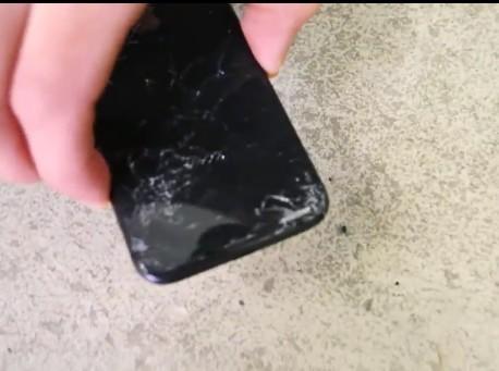 比iPhone8结实 苹果iPhone X跌落测试